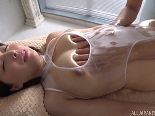 Via eradicate affect massage Shinozaki Kanna gets her pussy fucked by her masseur